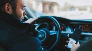 Driving-car-mobile-phone-danger